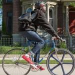 Iklan iPad Air Terbaru Hadirkan Aktivis Komunitas Sepeda dan Grup Band